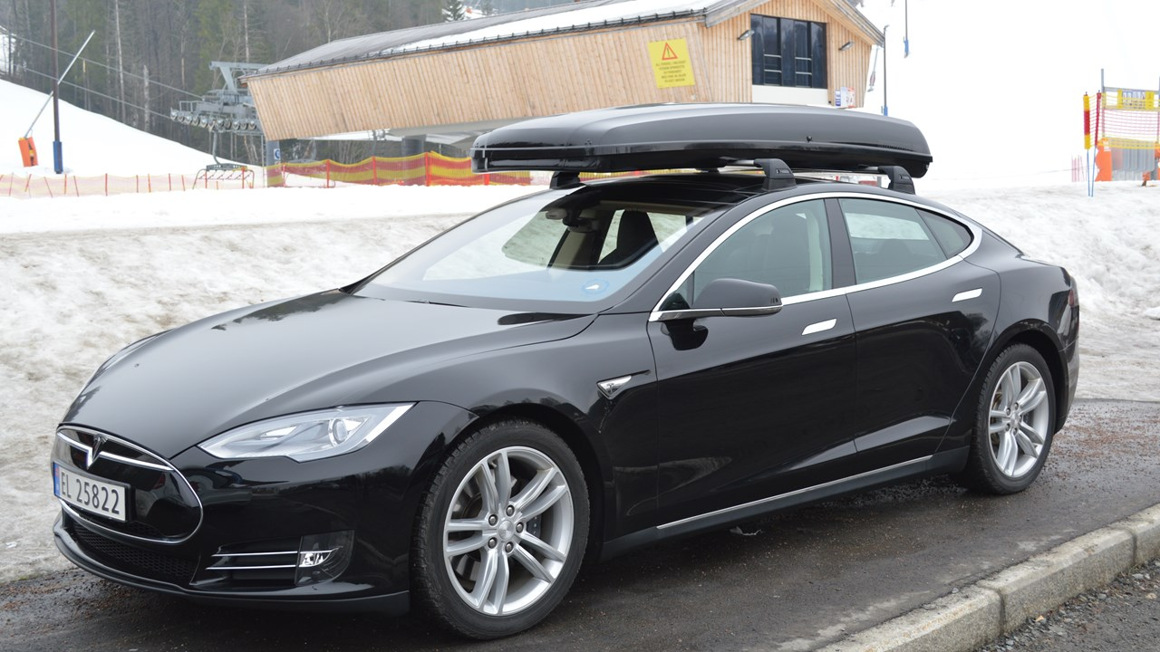Tesla Model S, with Skiguard 830 Touring